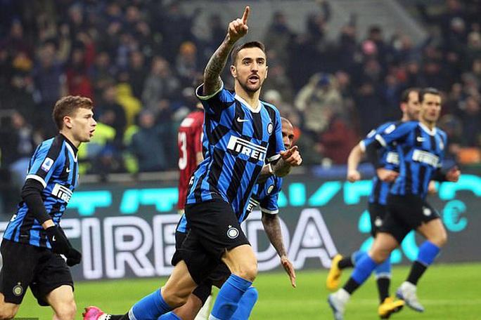 Ibrahimovic đua tài Lukaku, AC Milan thua sốc trận derby Milan - Ảnh 7.
