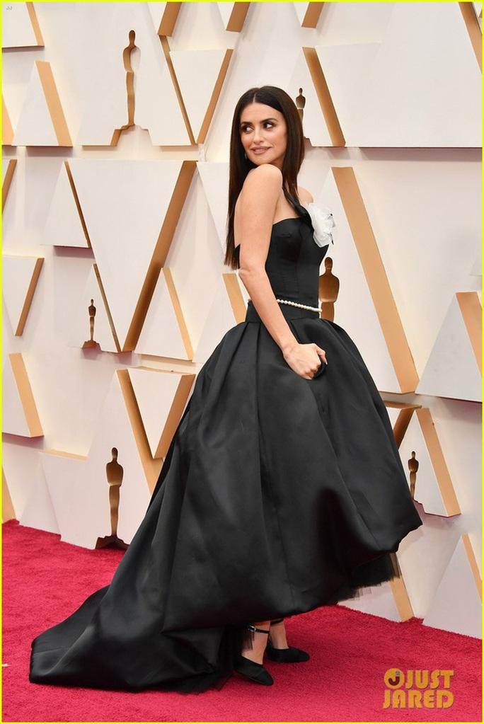 Học sao Hollywood chọn váy đi dự tiệc - Ảnh 1.