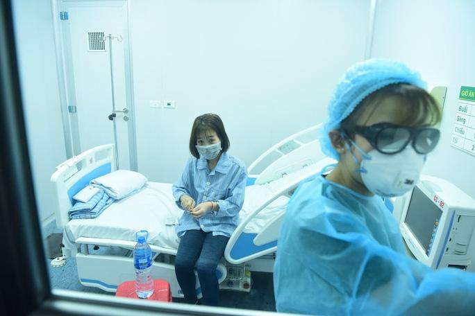 Thêm 3 bệnh nhân nhiễm virus corona được xuất viện - Ảnh 1.