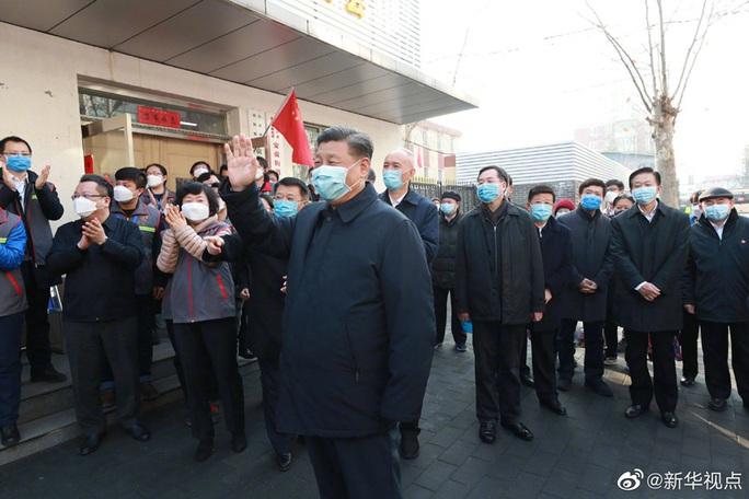 Chủ tịch Trung Quốc Tập Cận Bình đeo khẩu trang đi thăm người dân - Ảnh 2.