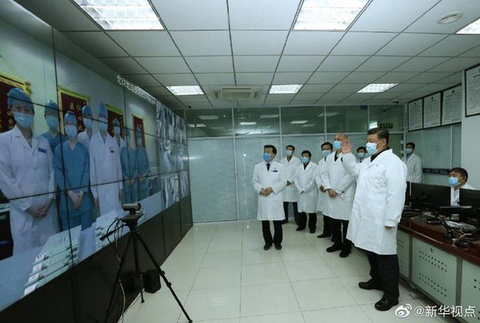 Chủ tịch Trung Quốc Tập Cận Bình đeo khẩu trang đi thăm người dân - Ảnh 3.