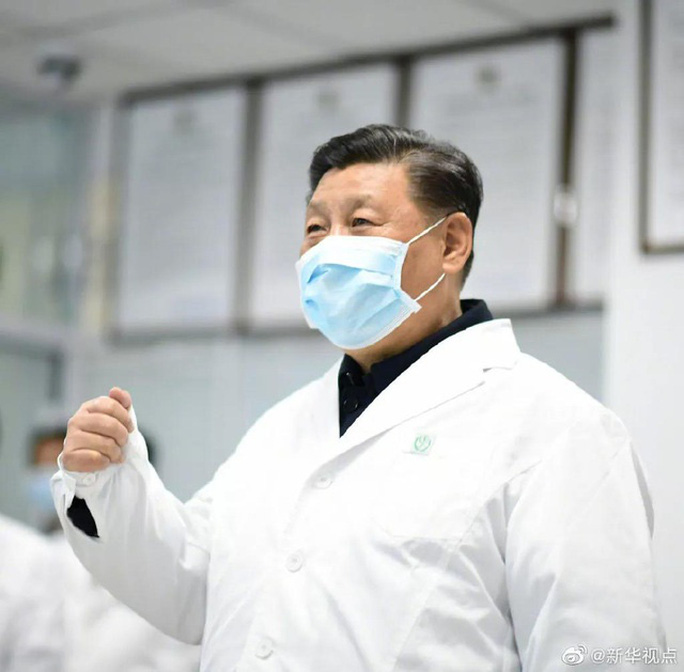 Chủ tịch Trung Quốc Tập Cận Bình đeo khẩu trang đi thăm người dân - Ảnh 4.