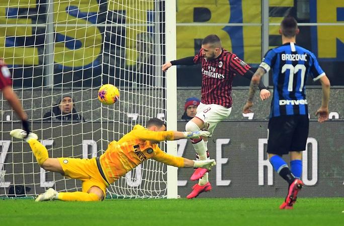 Ibrahimovic đua tài Lukaku, AC Milan thua sốc trận derby Milan - Ảnh 4.
