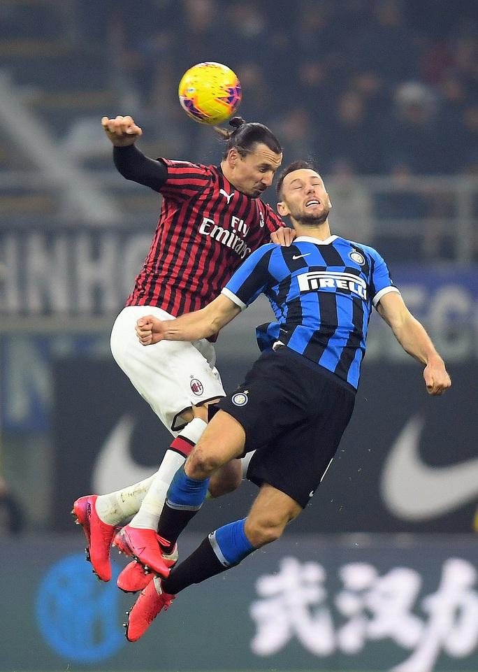 Ibrahimovic đua tài Lukaku, AC Milan thua sốc trận derby Milan - Ảnh 3.