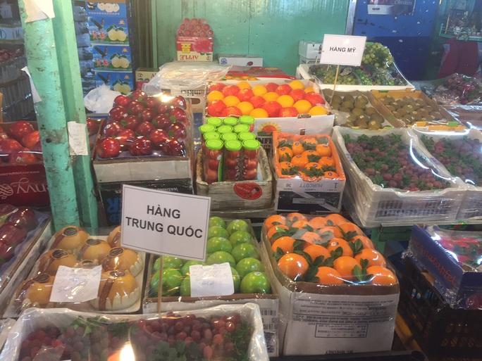 Các cửa khẩu tạm đóng sao rau củ quả Trung Quốc vẫn bán đầy chợ? - Ảnh 1.