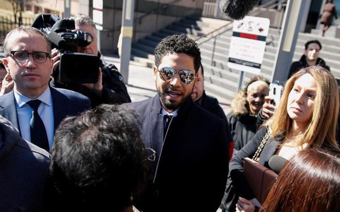 Diễn viên bị nghi tự thuê người hành hung mình lại bị buộc tội - Ảnh 1.