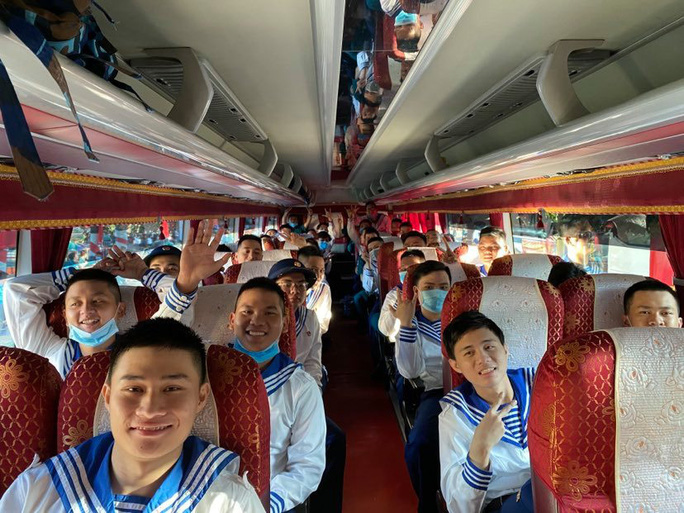Hàng ngàn thanh niên TP HCM lên đường nhập ngũ - Ảnh 6.