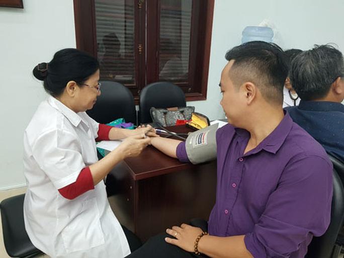 Vận động CNVC-LĐ hiến máu cứu người - Ảnh 1.