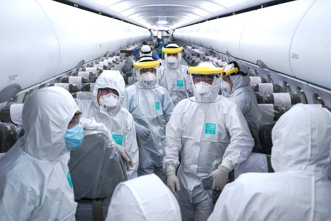 Thủ tướng tặng bằng khen tổ bay Vietnam Airlines thực hiện chuyến bay tới Vũ Hán - Ảnh 2.