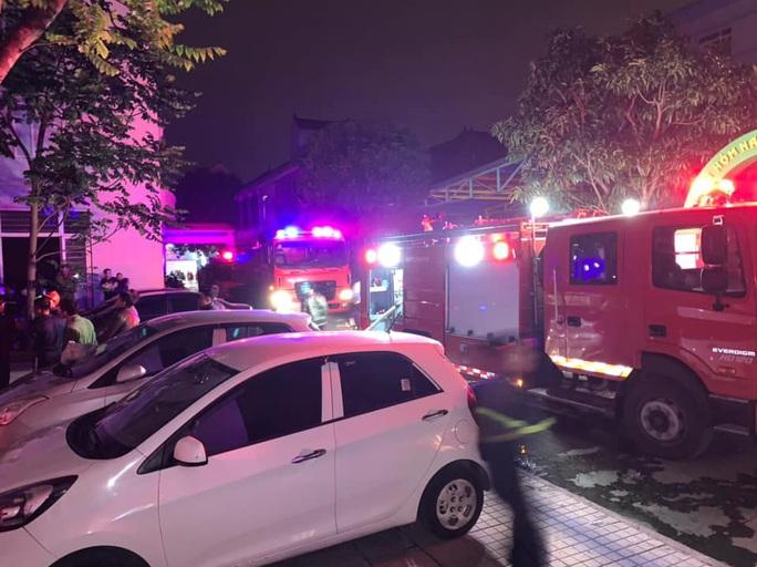 Cháy khu nhà ở của sinh viên, 7 nạn nhân mắc kẹt tại tầng 8 - Ảnh 1.