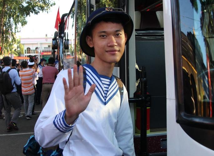 Hàng ngàn thanh niên TP HCM lên đường nhập ngũ - Ảnh 5.