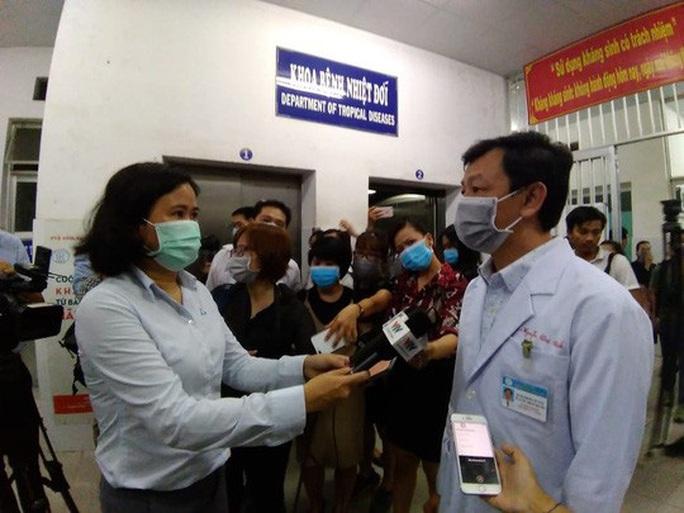 Bệnh nhân Trung Quốc xuất viện, cảm ơn Chính phủ Việt Nam và Bệnh viện Chợ Rẫy - Ảnh 3.