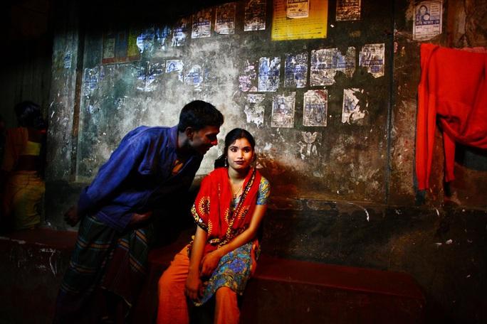 Đám tang đầu tiên dành cho gái mại dâm ở Bangladesh - Ảnh 1.