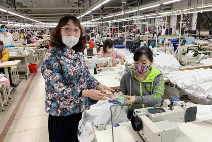 Hà Nội: Chú trọng an toàn vệ sinh bữa ăn công nhân - Ảnh 1.