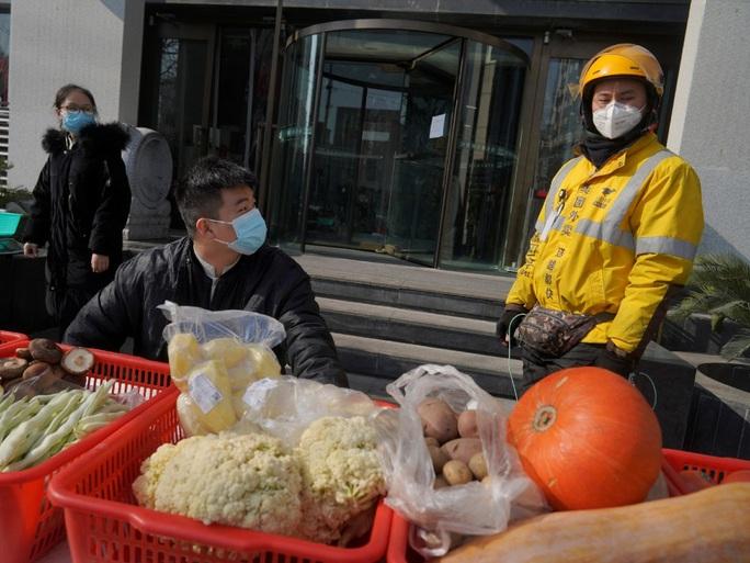 Hàng triệu dân Trung Quốc bị cách ly, sống ra sao? - Ảnh 1.