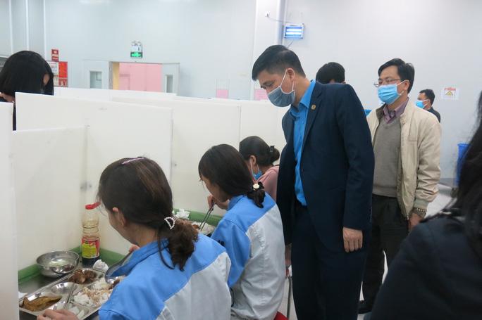 Lãnh đạo Tổng LĐLĐ Việt Nam kiểm tra công tác phòng chống dịch Covid-19 tại tỉnh Vĩnh Phúc  - Ảnh 3.