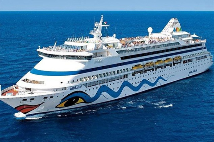 Phòng dịch Covid-19, Quảng Ninh từ chối siêu du thuyền chở hơn 1.000 khách châu Âu - Ảnh 1.
