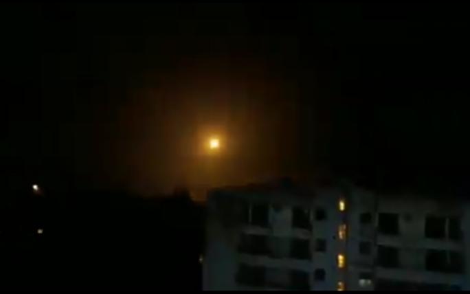 Phòng không Syria không chặn được tên lửa Israel, 7 người chết - Ảnh 1.