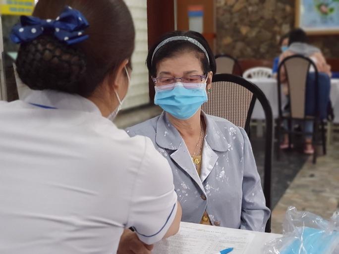Giải cứu ngân hàng máu mùa Covid-19, hàng trăm y bác sĩ hiến máu tình nguyện - Ảnh 11.