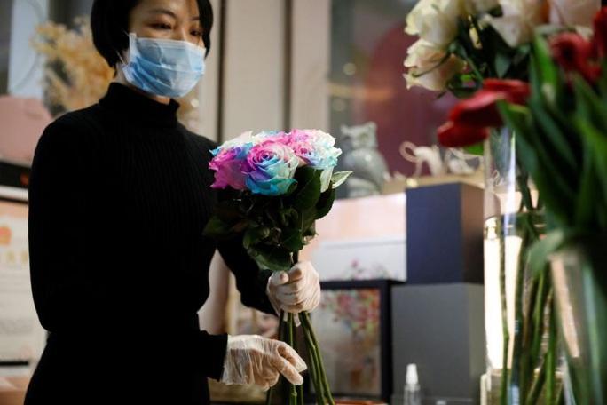 Ngày lễ tình nhân khác thường ở Trung Quốc vì Covid-19 - Ảnh 1.