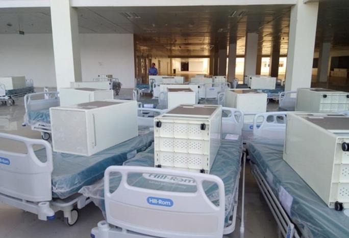 Bệnh viện dã chiến TP HCM bắt đầu cách ly 8 người nghi nhiễm Covid-19 - Ảnh 1.