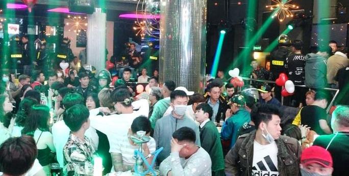 Tân giám đốc Công an Lâm Đồng chỉ đạo đánh úp quán bar ăn chơi bậc nhất Đà Lạt - Ảnh 1.