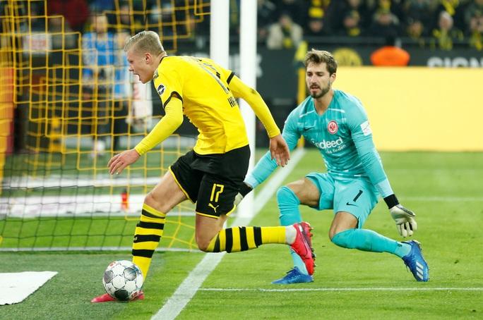 Song sát lập công, Dortmund dội mưa bàn thắng Frankfurt - Ảnh 2.