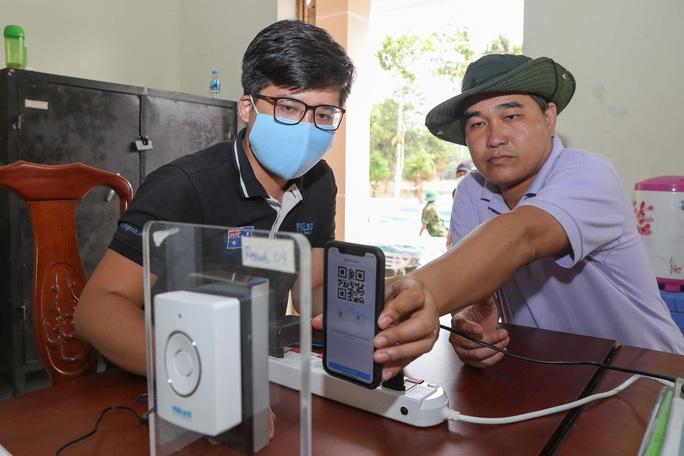 Trang bị mắt thần cho bệnh viện dã chiến TP HCM - Ảnh 13.
