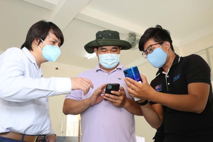 Trang bị mắt thần cho bệnh viện dã chiến TP HCM - Ảnh 12.