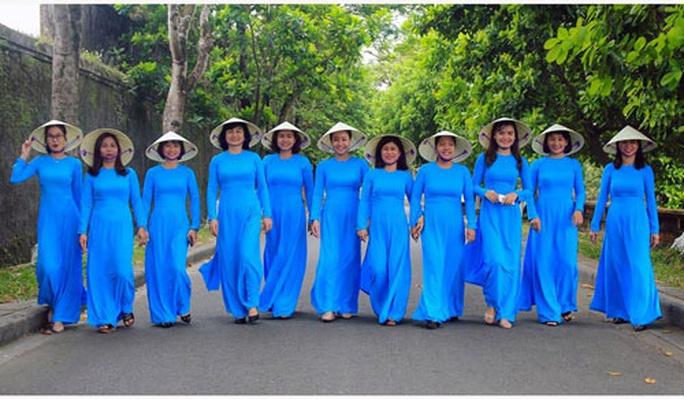 Thừa Thiên - Huế: Thi ảnh Nữ CNVC-LĐ với áo dài truyền thống - Ảnh 1.