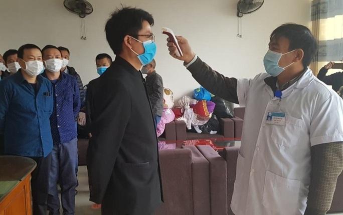 17 lao động Trung Quốc ở cách ly vì dịch Covid-19 trong khách sạn được quay lại làm việc - Ảnh 1.