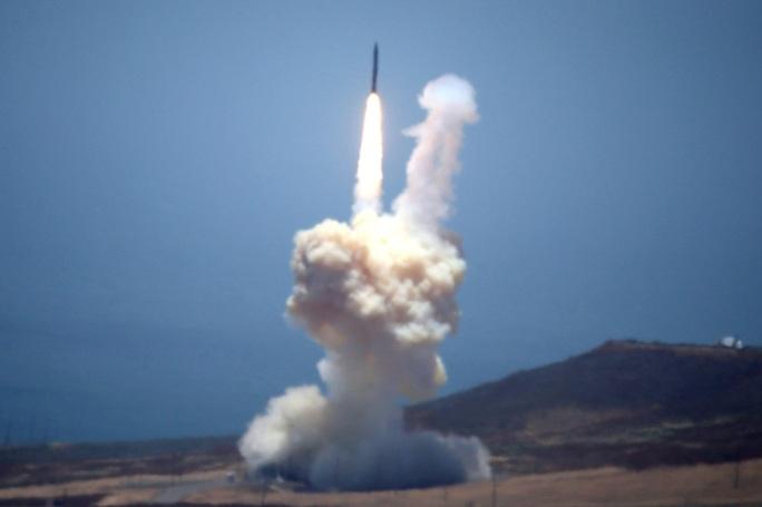 Mỹ thử nghiệm thành công tên lửa đạn đạo Trident II  - Ảnh 1.