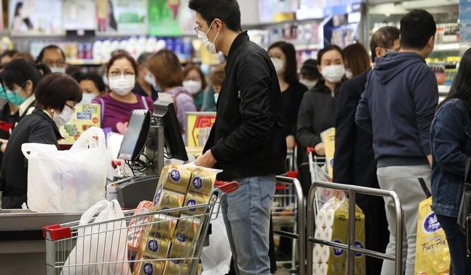 Covid-19: Hồng Kông truy nã cướp vũ trang trộm hàng trăm cuộn giấy vệ sinh - Ảnh 3.