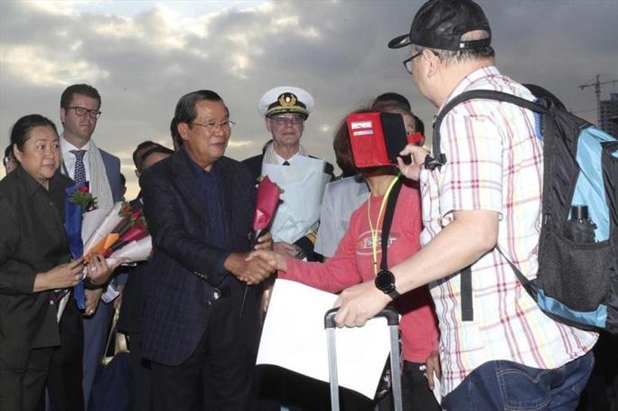 Campuchia bác tin Thủ tướng Hun Sen bị nhiễm virus corona - Ảnh 1.
