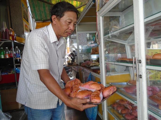 Bánh mì thanh long nở rộ tại Bình Thuận - Ảnh 1.