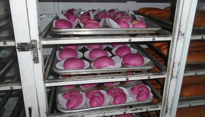 Bánh mì thanh long nở rộ tại Bình Thuận - Ảnh 2.
