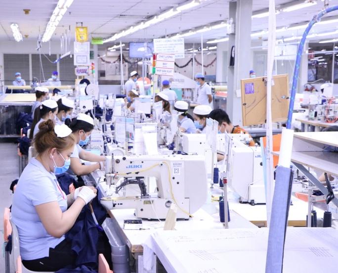 Bình Dương: Chủ động phòng chống dịch virus corona trong công nhân - Ảnh 2.