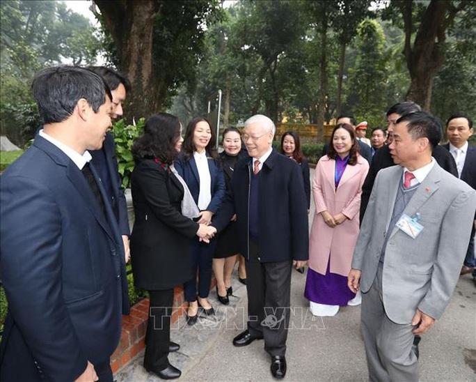 Tổng Bí thư, Chủ tịch nước Nguyễn Phú Trọng dâng hương tưởng niệm Chủ tịch Hồ Chí Minh tại Nhà 67 - Ảnh 5.