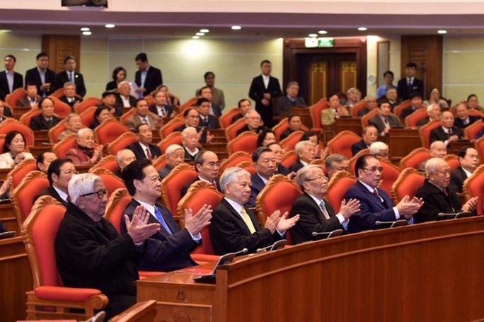 Bộ Chính trị gặp mặt nguyên lãnh đạo cấp cao của Đảng, Nhà nước - Ảnh 2.