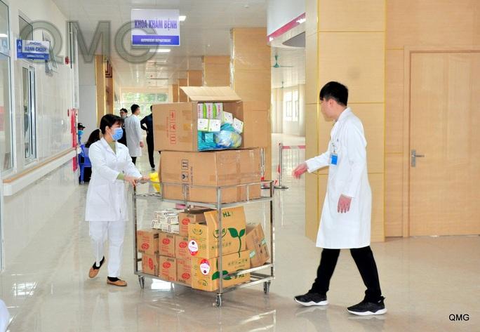 Lập bệnh viện dã chiến, người Việt qua cửa khẩu Móng Cái phải cách ly 14 ngày - Ảnh 3.