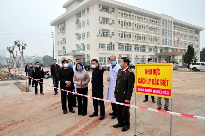 Lập bệnh viện dã chiến, người Việt qua cửa khẩu Móng Cái phải cách ly 14 ngày - Ảnh 1.