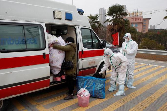 Trung Quốc: Người mẹ nức nở xin ra khỏi vùng phong tỏa để cứu con bị ung thư - Ảnh 8.
