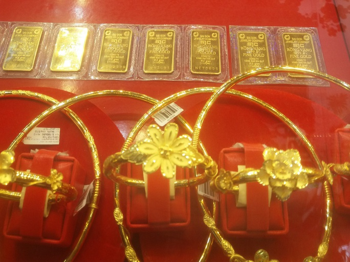 Giá vàng miếng SJC vượt 62 triệu đồng/lượng - Ảnh 1.