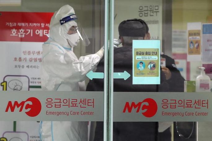 Covid-19: Hàn Quốc thông báo ca tử vong đầu tiên - Ảnh 1.