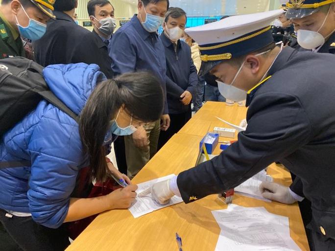 Bộ Y tế: Nhiều người về từ Trung Quốc chưa được giám sát, cách ly y tế - Ảnh 1.