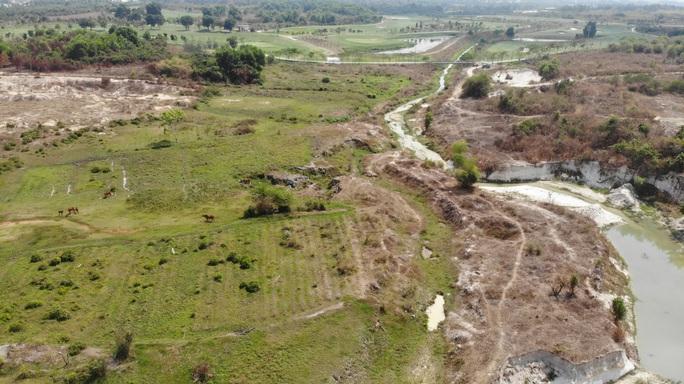 VIDEO: Bên trong khu đất vàng 43 ha ở Bình Dương đang bị điều tra - Ảnh 9.