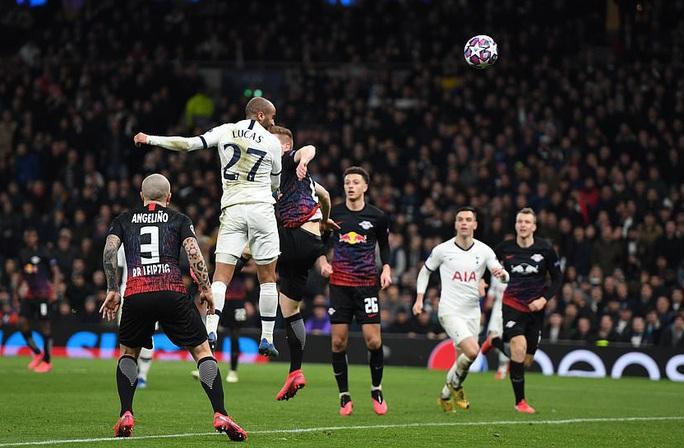 Nghiệt ngã penalty, á quân Tottenham thua sốc RB Leipzig - Ảnh 1.