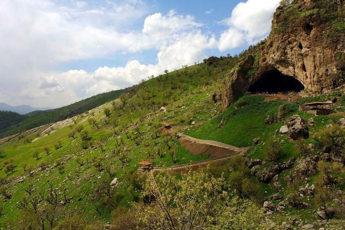 Bí ẩn mộ cổ hoa 70.000 năm chôn cất một loài người khác - Ảnh 2.