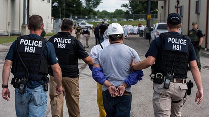 Mỹ truy tố nghi phạm ấu dâm 64 tuổi nhiều lần đến TP HCM - Ảnh 1.