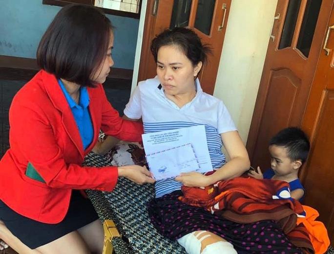 Hỗ trợ gia đình nữ công nhân bị tai nạn giao thông - Ảnh 1.